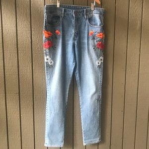 Levi's Women's Floral Embroidered Straight Jeans